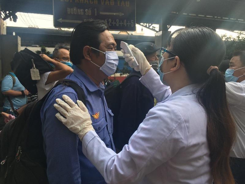 Ga Sài Gòn nhộn nhịp đón người dân sau kỳ nghỉ lễ  - ảnh 6