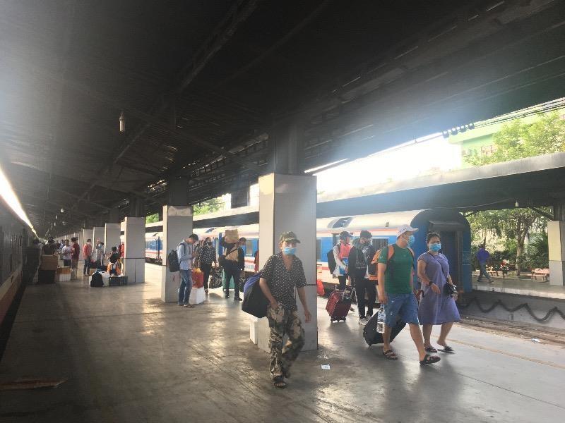 Ga Sài Gòn nhộn nhịp đón người dân sau kỳ nghỉ lễ  - ảnh 3