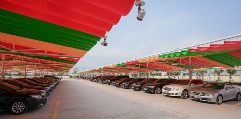 Với diện tích 5.000 m2, sức chứa 230 xe, siêu thị xe Smart Solution hiện là cơ sở kinh doanh xe cũ có quy mô lớn hàng đầu tại Việt Nam.