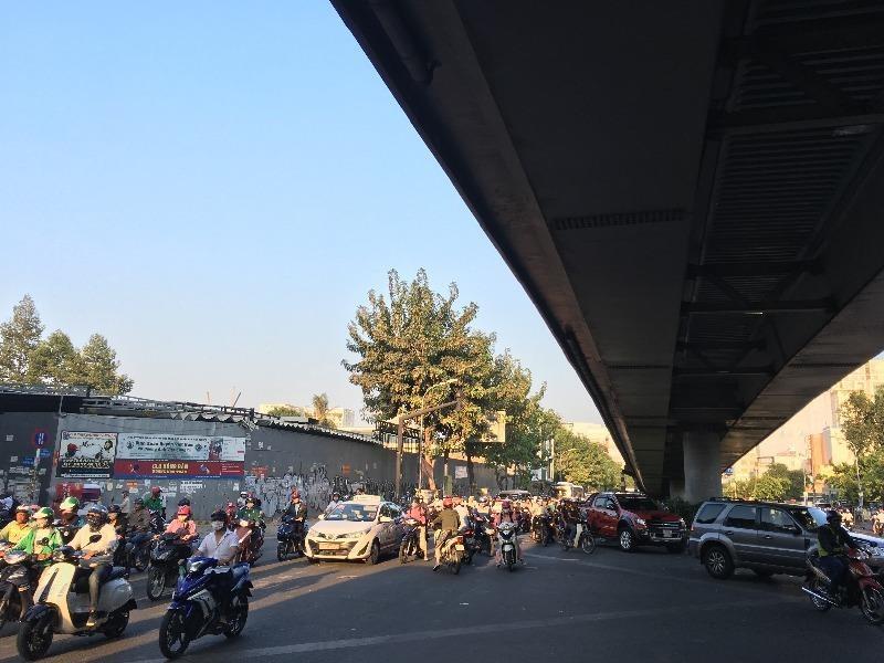 Bộ Công an đề xuất cấm vượt xe tại gầm cầm, hầm cầu.