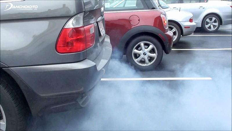 Khi ô tô nhả khói, chủ xe cần đưa xe đi bảo dưỡng và sửa chữa ngay.