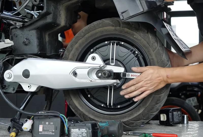 'Mổ xẻ' VinFast KlaraS: Vì sao giá bán ngang xe máy xăng? - ảnh 3