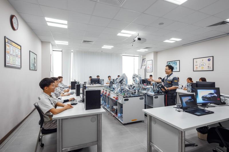 VinFast hợp tác đào tạo chuyên ngành cơ điện tử, kỹ thuật ô tô - ảnh 2