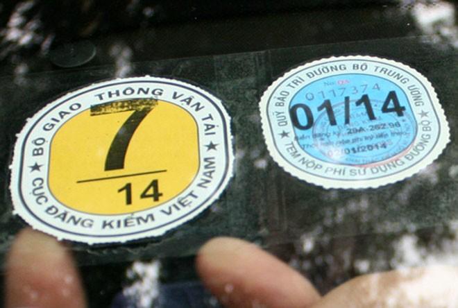 Tem đăng kiểm sẽ được dán ở kính lái xe ô tô