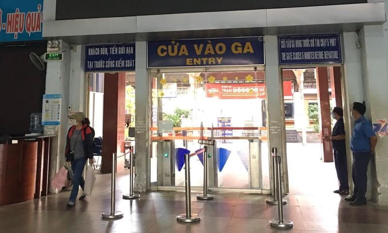 Hành khách nên mua vé tàu tại các kênh chính thống của ngành đường sắt.