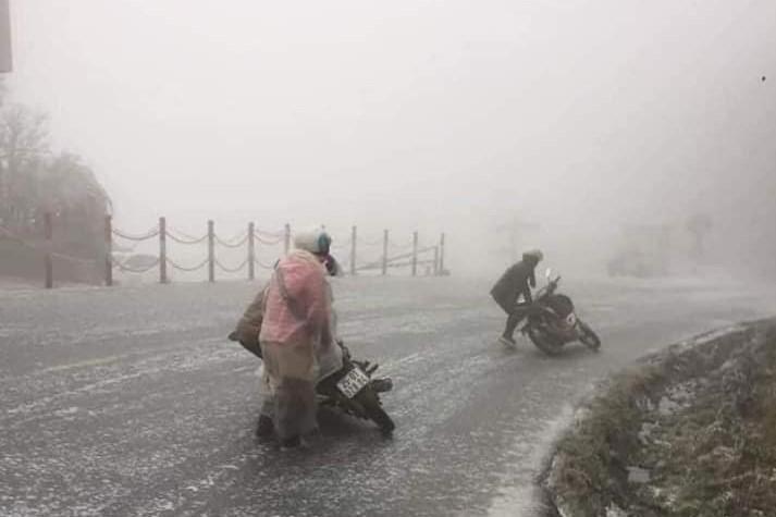 Bắt bệnh xe máy 'lười' khởi động vào mùa đông - ảnh 1