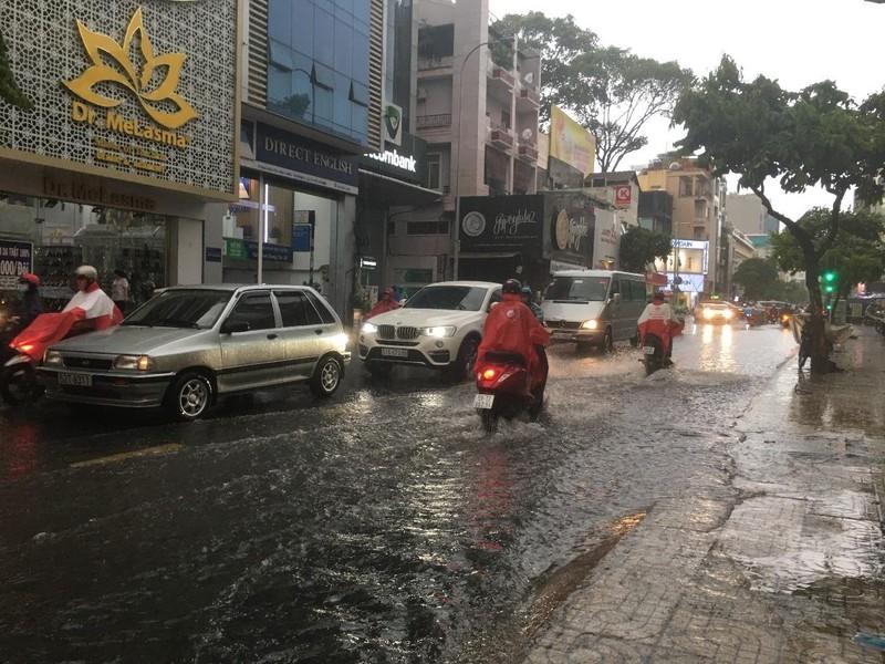 Lái xe trong mùa mưa cần lưu ý điều gì? - ảnh 1