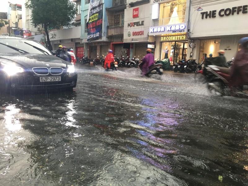 Lái xe trong mùa mưa cần lưu ý điều gì? - ảnh 2