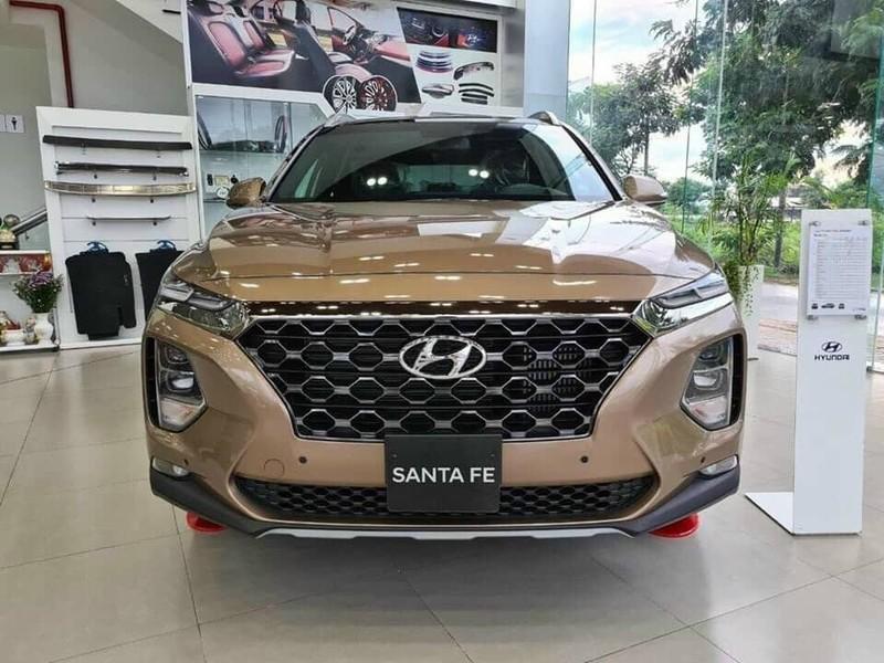 Hyundai SantaFe bất ngờ ưu đãi hơn 140 triệu đồng - ảnh 1