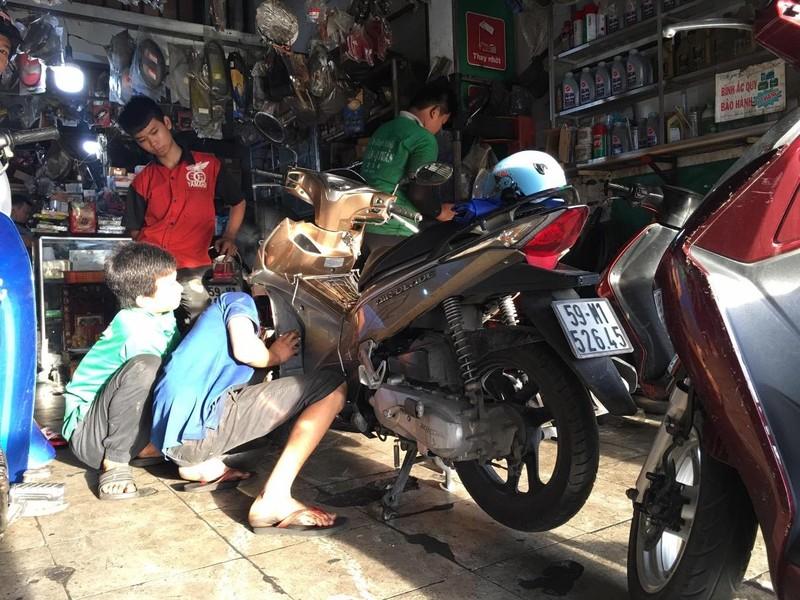 Bí quyết chăm sóc xe máy vào mùa mưa để tránh hư hỏng - ảnh 2