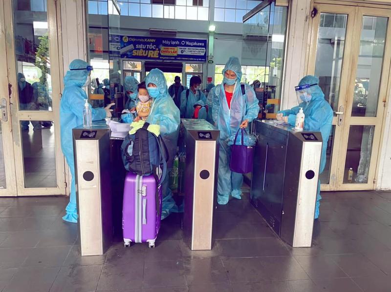 Chùm ảnh: Người dân Quảng Trị lên tàu hỏa về quê từ TP.HCM - ảnh 7