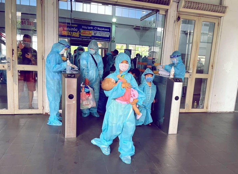 Chùm ảnh: Người dân Quảng Trị lên tàu hỏa về quê từ TP.HCM - ảnh 5