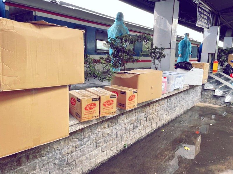 Chùm ảnh: Người dân Quảng Trị lên tàu hỏa về quê từ TP.HCM - ảnh 6