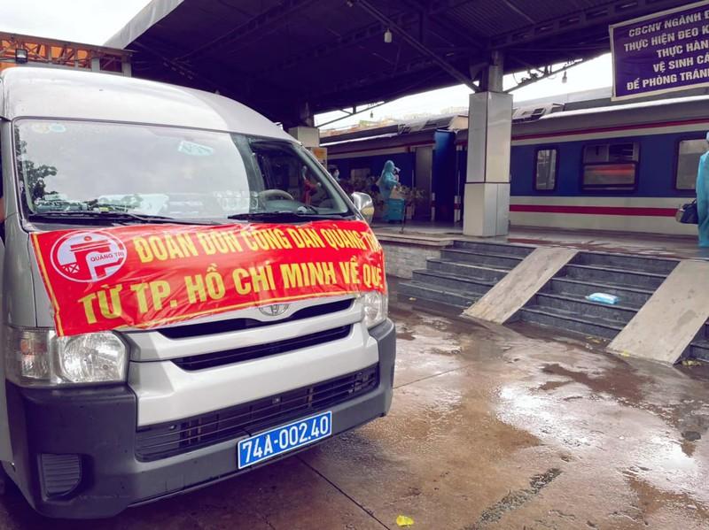 Chùm ảnh: Người dân Quảng Trị lên tàu hỏa về quê từ TP.HCM - ảnh 2