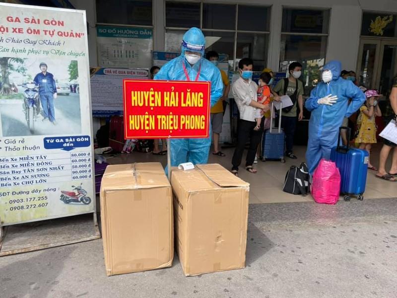 Chùm ảnh: Chuyến tàu tình nghĩa thứ 2 đưa người dân Quảng Trị về quê - ảnh 2