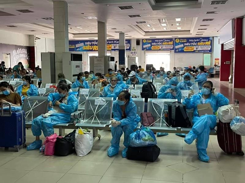 Chùm ảnh: Chuyến tàu tình nghĩa thứ 2 đưa người dân Quảng Trị về quê - ảnh 7