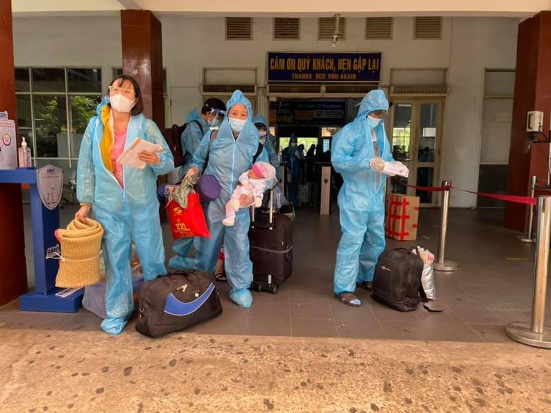 Chùm ảnh: Chuyến tàu tình nghĩa thứ 2 đưa người dân Quảng Trị về quê - ảnh 3