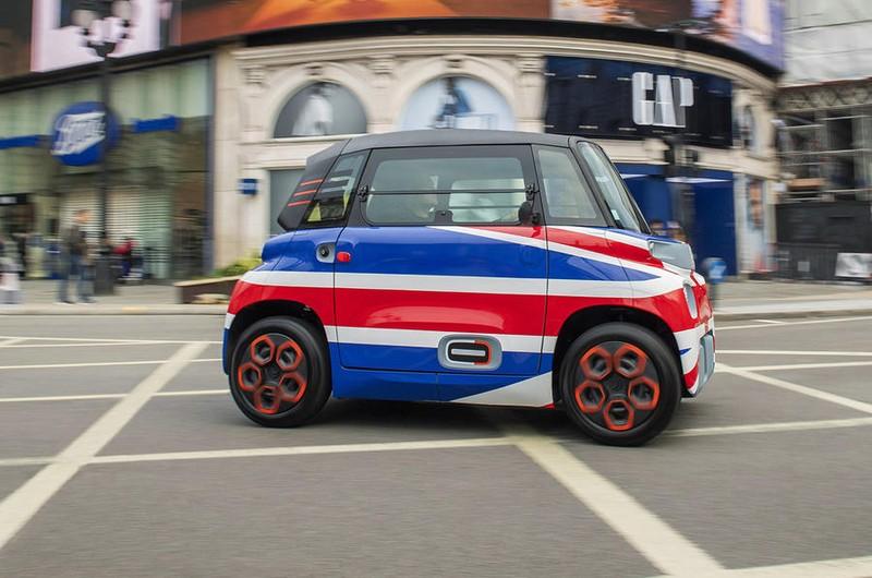 Chiếc xe điện hai chỗ ngồi siêu nhỏ với giá chỉ 187 triệu đồng - ảnh 1
