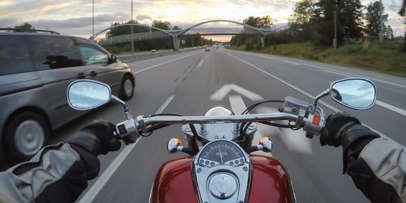 Giải pháp mới cảnh báo nguy hiểm cho người đi xe máy - ảnh 1