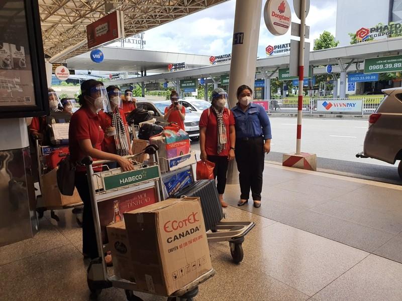 Chùm ảnh: Sinh viên Đại học Y dược Hà Nội lưu luyến khi rời TP.HCM - ảnh 5