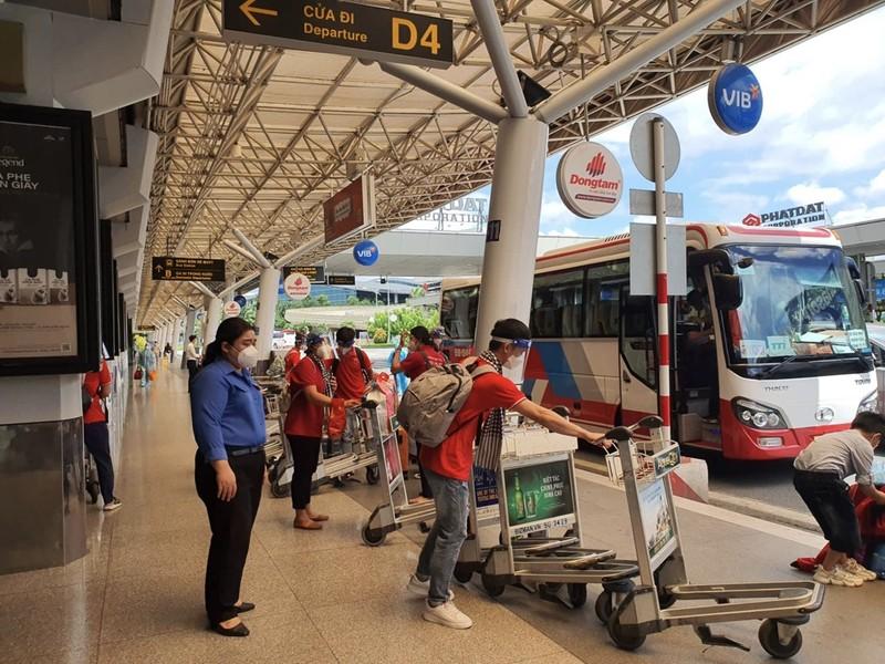 Chùm ảnh: Sinh viên Đại học Y dược Hà Nội lưu luyến khi rời TP.HCM - ảnh 1