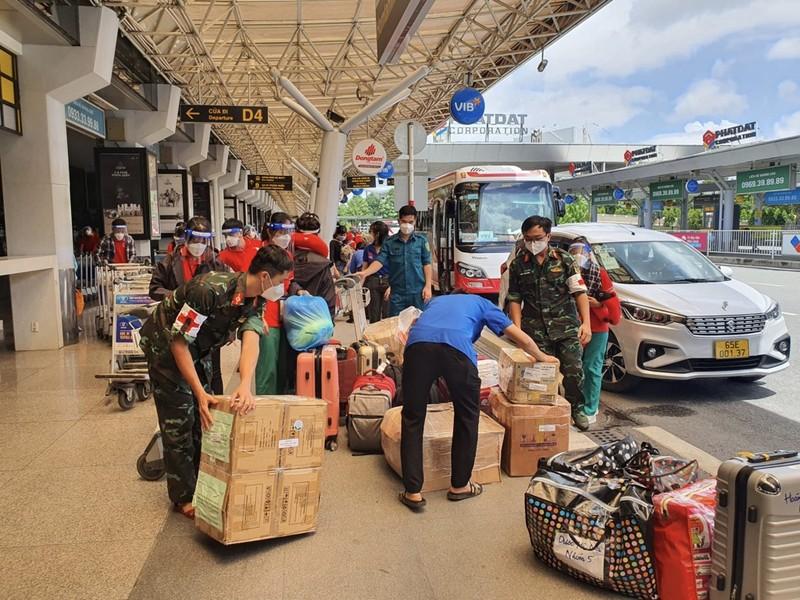 Chùm ảnh: Sinh viên Đại học Y dược Hà Nội lưu luyến khi rời TP.HCM - ảnh 2