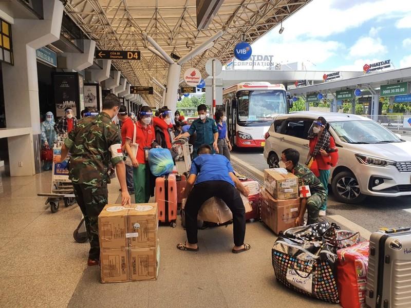 Chùm ảnh: Sinh viên Đại học Y dược Hà Nội lưu luyến khi rời TP.HCM - ảnh 4
