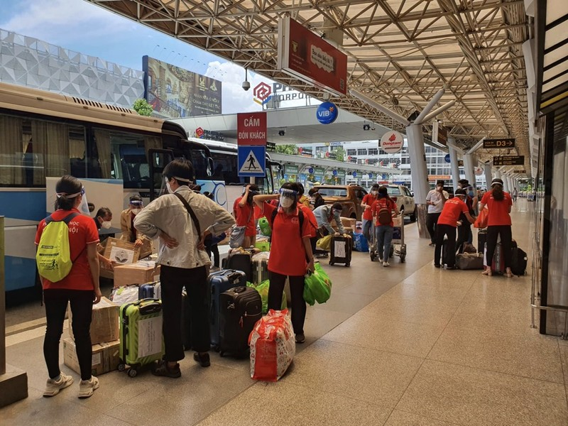 Chùm ảnh: Sinh viên Đại học Y dược Hà Nội lưu luyến khi rời TP.HCM - ảnh 6