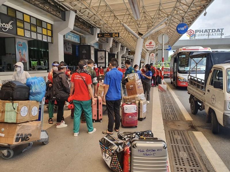 Chùm ảnh: Sinh viên Đại học Y dược Hà Nội lưu luyến khi rời TP.HCM - ảnh 7