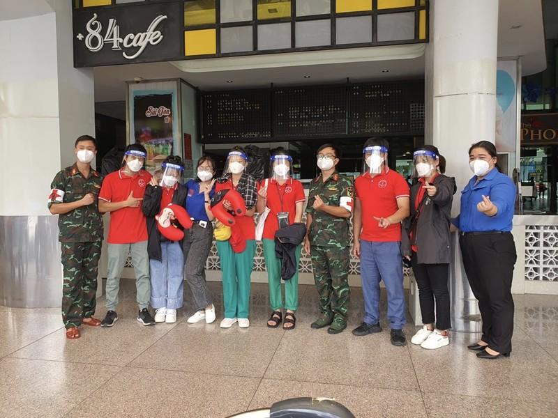Chùm ảnh: Sinh viên Đại học Y dược Hà Nội lưu luyến khi rời TP.HCM - ảnh 8