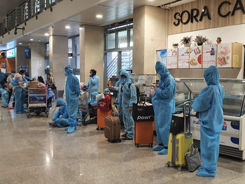 Hàng trăm người dân Quảng Nam được về quê bằng máy bay - ảnh 2