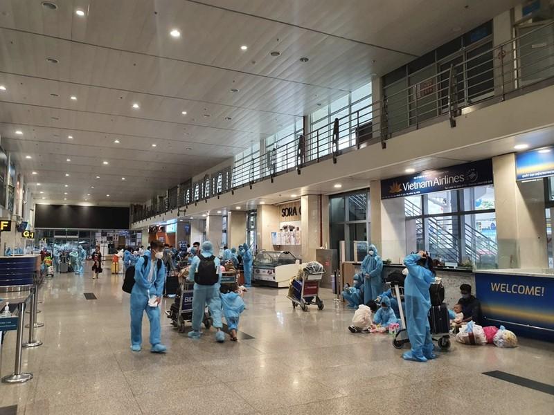 Hàng trăm người dân Quảng Nam được về quê bằng máy bay - ảnh 3