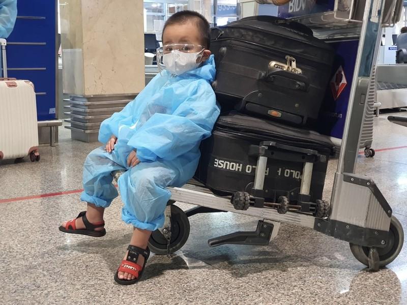 Hàng trăm người dân Quảng Nam được về quê bằng máy bay - ảnh 4