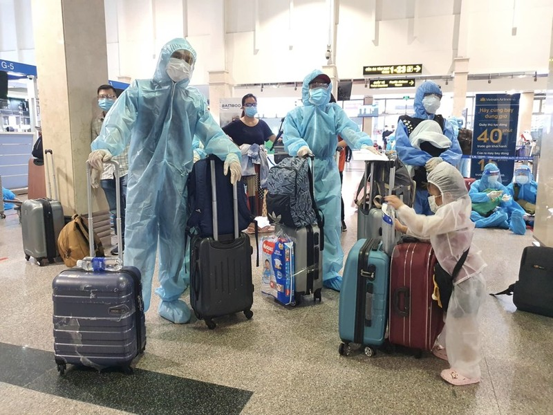 Hàng trăm người dân Quảng Nam được về quê bằng máy bay - ảnh 6
