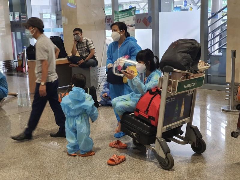 Hàng trăm người dân Quảng Nam được về quê bằng máy bay - ảnh 7