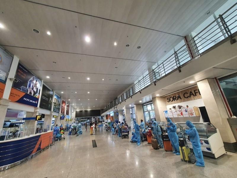 Hàng trăm người dân Quảng Nam được về quê bằng máy bay - ảnh 8