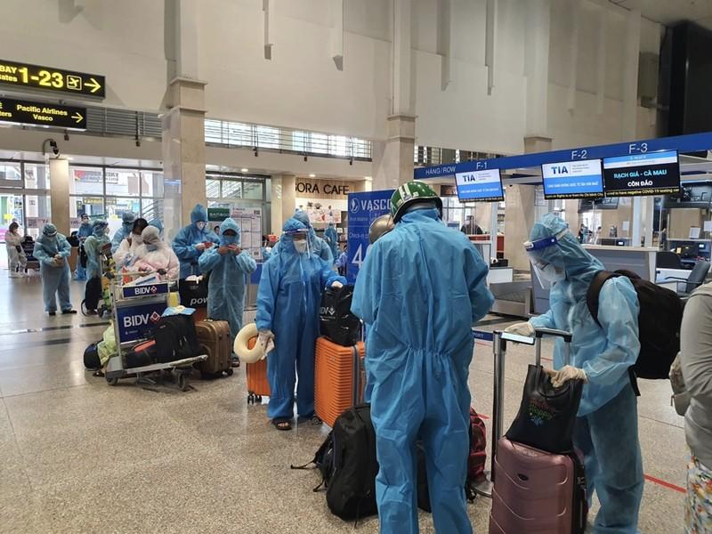 Hàng trăm người dân Quảng Nam được về quê bằng máy bay - ảnh 13