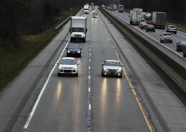 7 mẹo lái xe đường dài an toàn cho người mới bắt đầu - ảnh 3