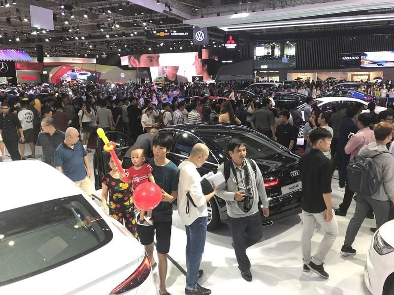 Doanh số ô tô toàn thị trường giảm trầm trọng, VinFast vẫn tăng trưởng - ảnh 1