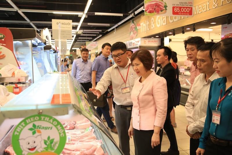 Hàng loạt siêu thị khuyến mãi thịt heo, tha hồ mua - ảnh 1
