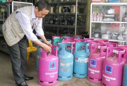 Giá gas tiếp tục giảm 10.000 đồng/bình - ảnh 1