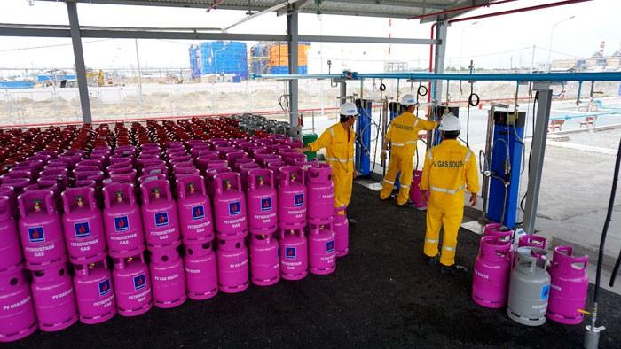 Giá gas bất ngờ tăng sốc 27.000 đồng - ảnh 1