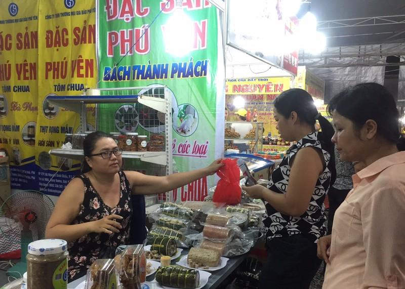 Khai mạc hội chợ triển lãm quận Tân Phú - ảnh 2