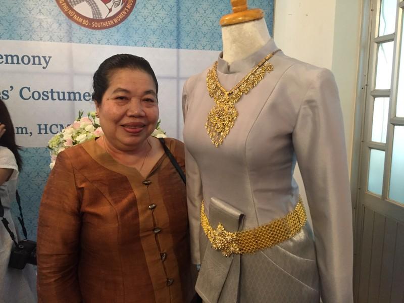 Tặng trang phục do hoàng hậu thiết kế cho bảo tàng - ảnh 3
