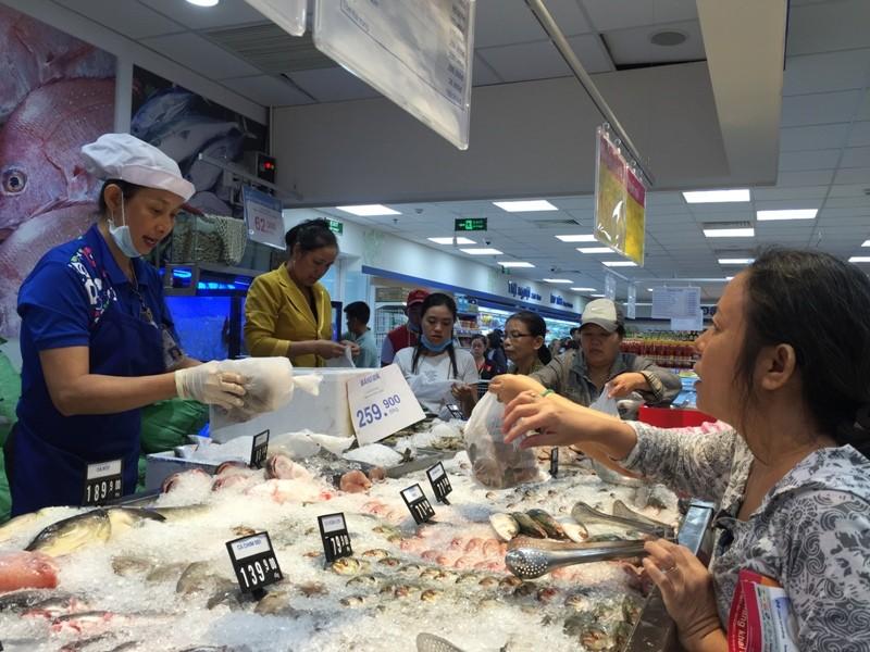 Khập khiễng khi so sánh giá mua ở siêu thị với chợ - ảnh 1