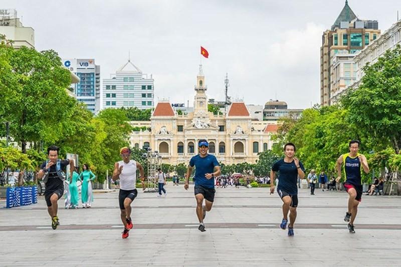 Hơn 8.000 người dự marathon quốc tế TP.HCM Techcombank - ảnh 1