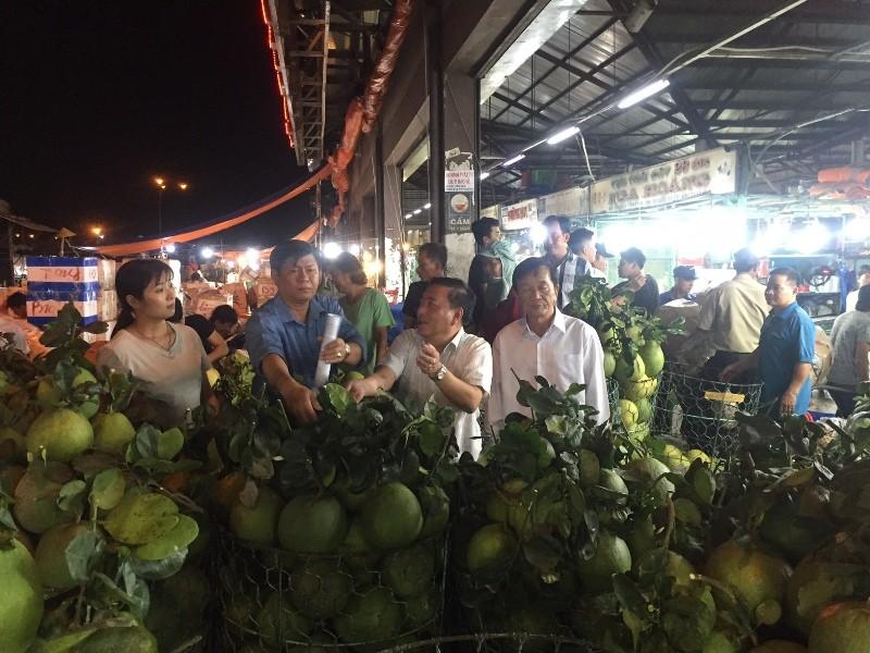 Cao điểm Tết: Không nhập nhằng trái cây Việt Nam và Trung Quốc - ảnh 1