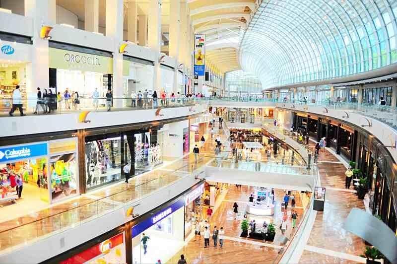23% người Việt du lịch nước ngoài mua sắm hàng cao cấp - ảnh 1