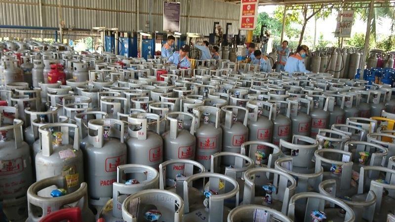 Giá gas lại tăng thêm 7.000 đồng/bình 12kg - ảnh 1