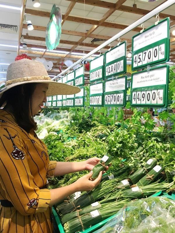 Siêu thị đua nhau gói rau củ bằng lá chuối - ảnh 3